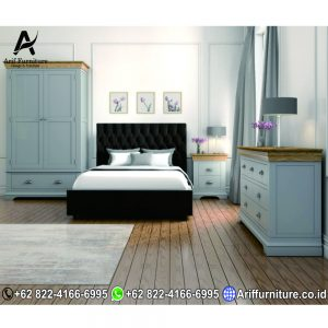 Set Tempat Tidur Minimalis Kombinasi Solid